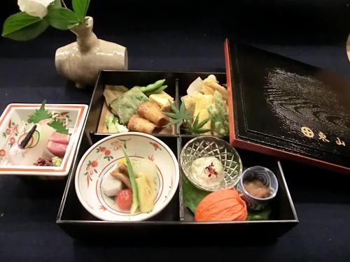 割烹 東山の松花堂弁当(季節により、内容は異なります)
