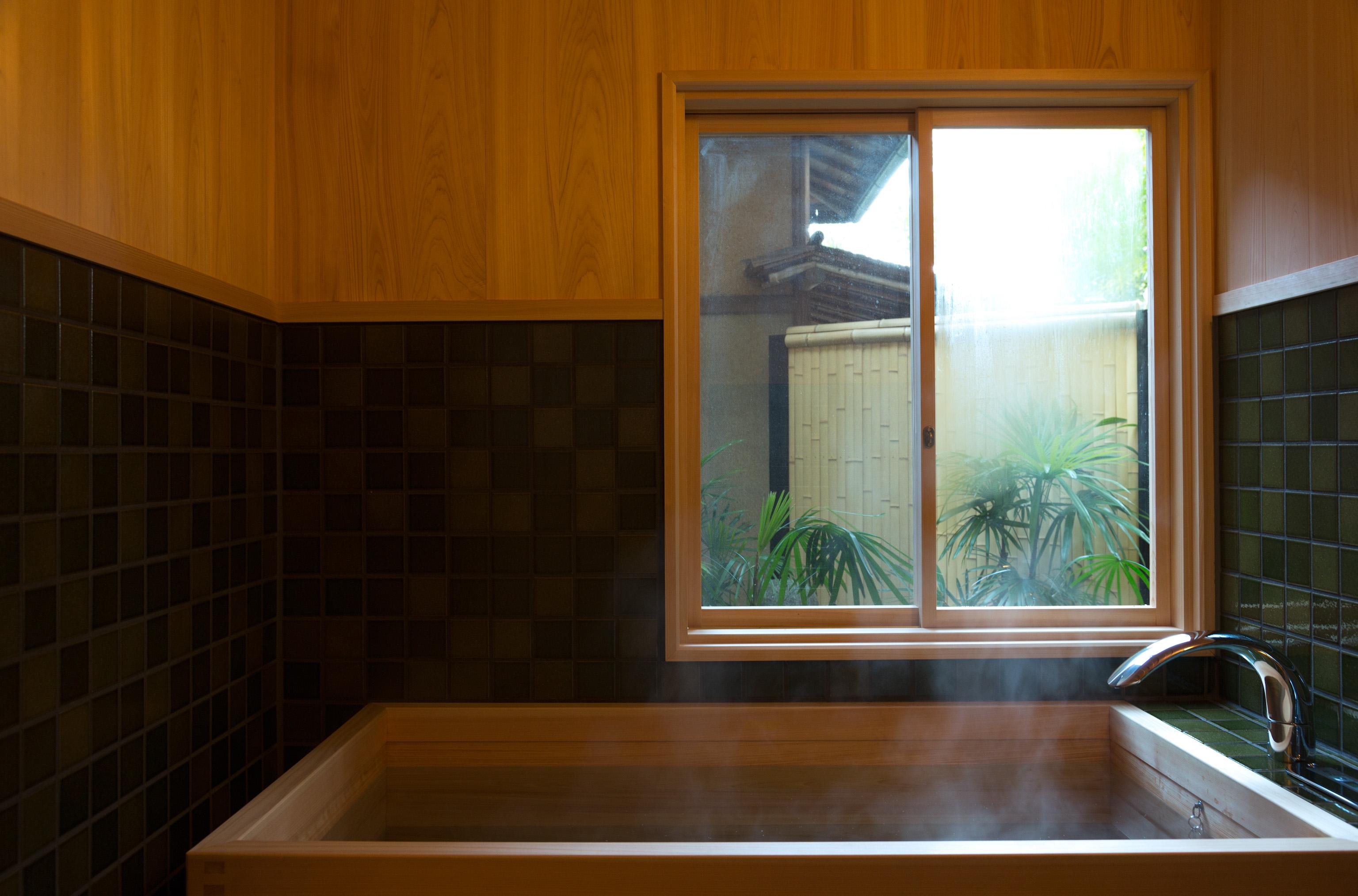 新年の初湯を檜風呂で。