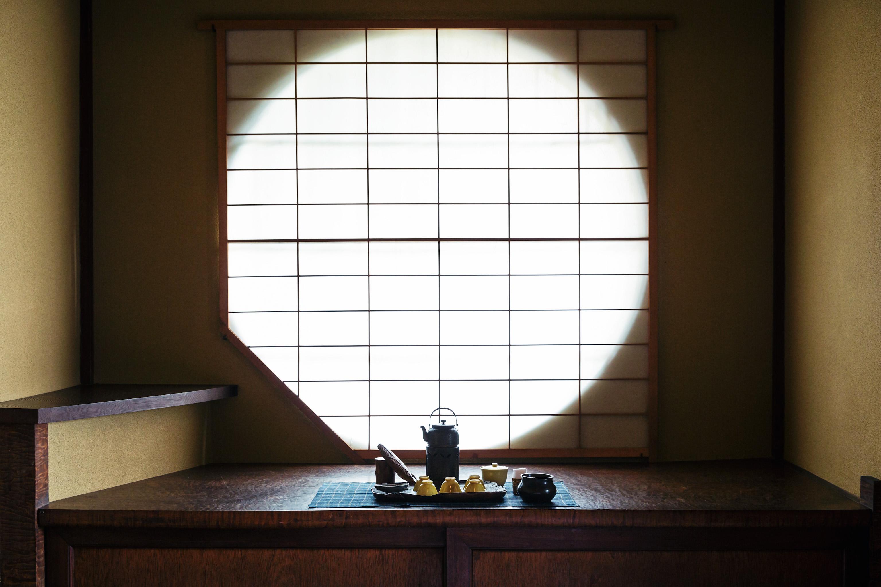 丸窓のある「雲」煎茶室