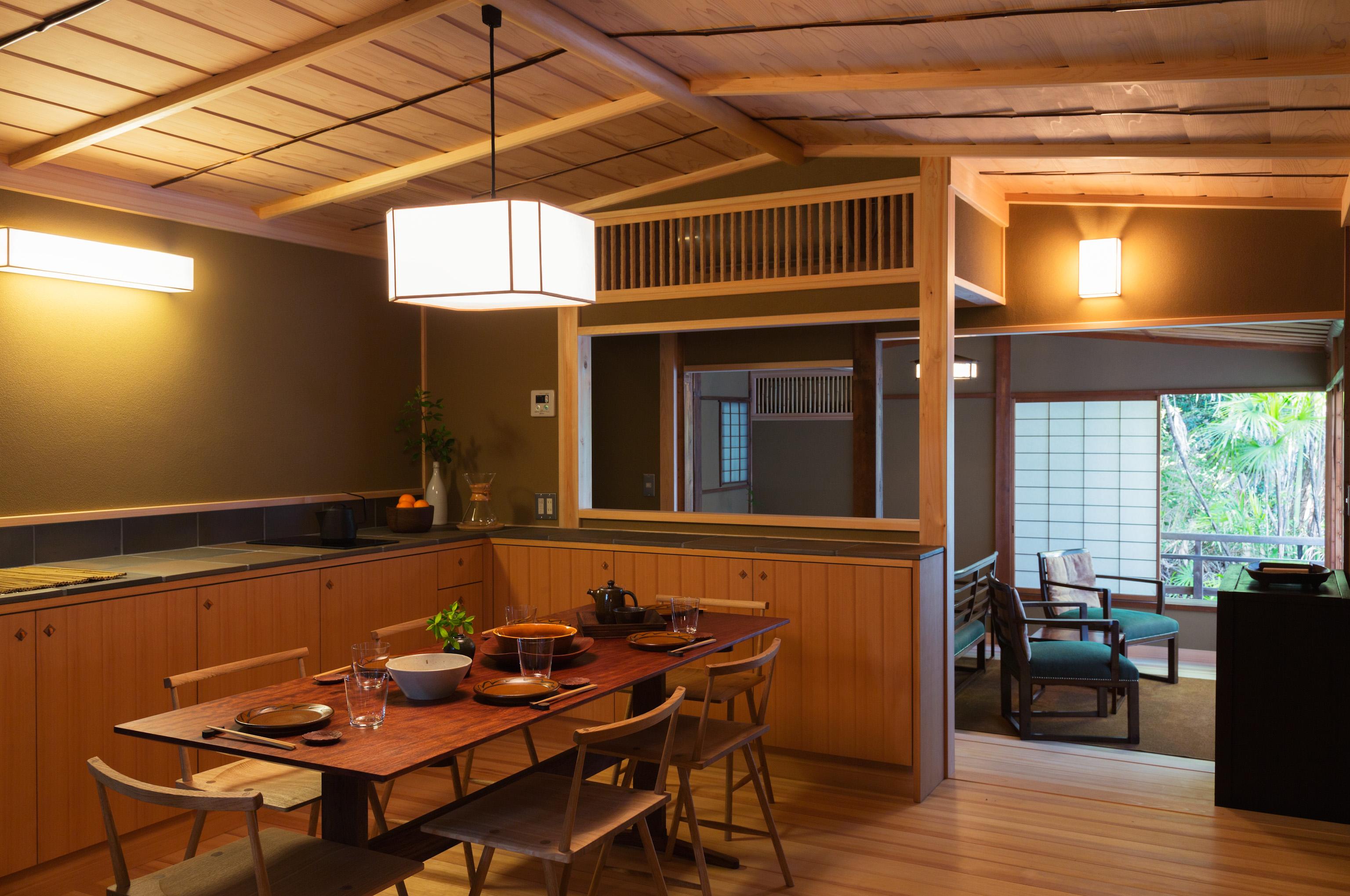 ダイニングキッチンでは、料理を楽しむことも。/出雲屋敷「雲」