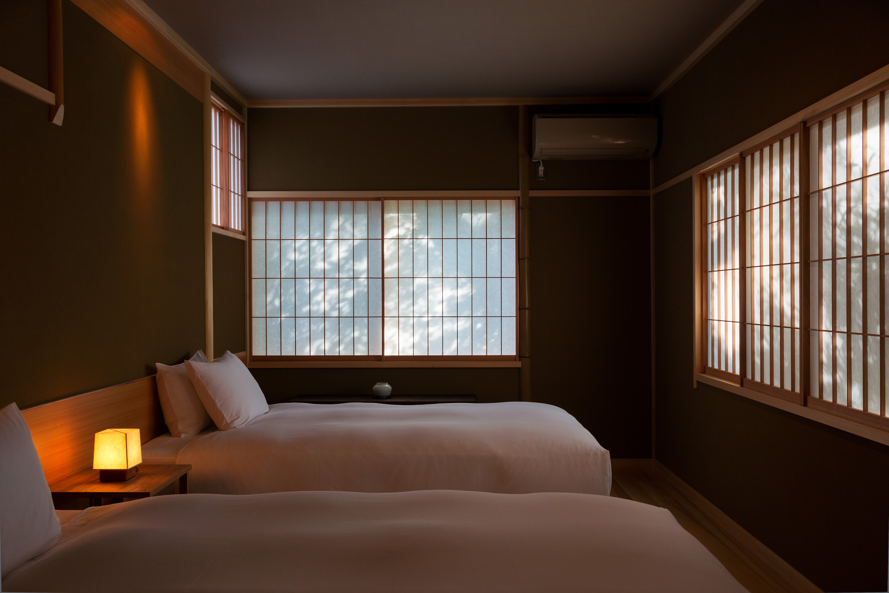 和建築ながらベッドルームも/出雲屋敷「雲」